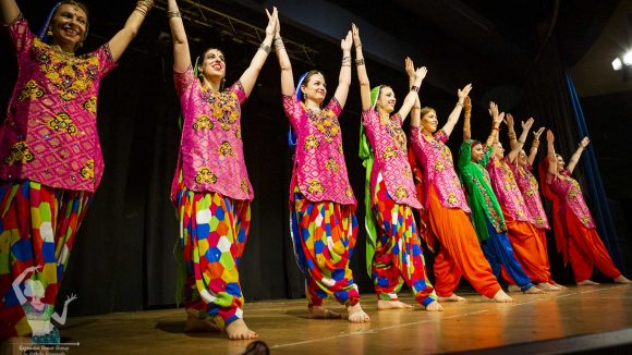 Corsi Di Bolly Bhangra fusion RajawaraDance school & indian creative arts